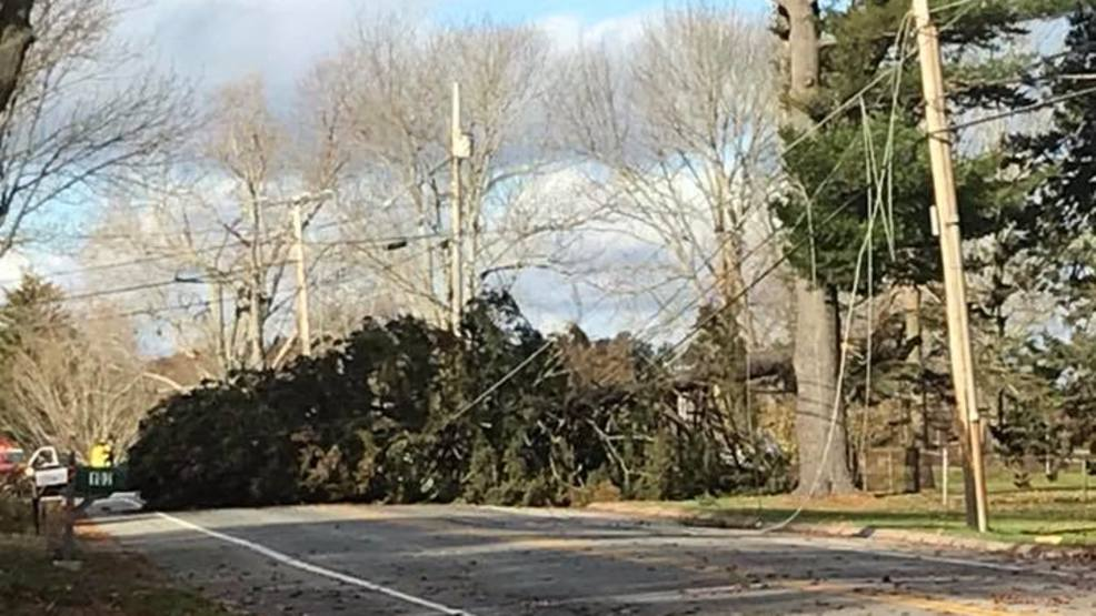 Strong winds knock out power to thousands of Mainers again ...