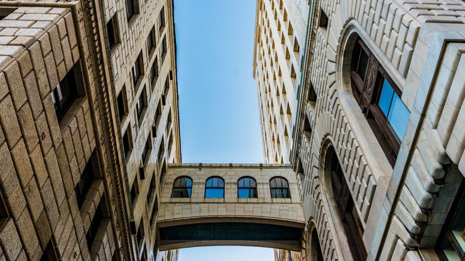 <p>@this_is_cincy / Showcasing a punchy and vibrant downtown / Followers: 47 / Image courtesy of IG user @this_is_cincy // Published: 11.12.17</p>