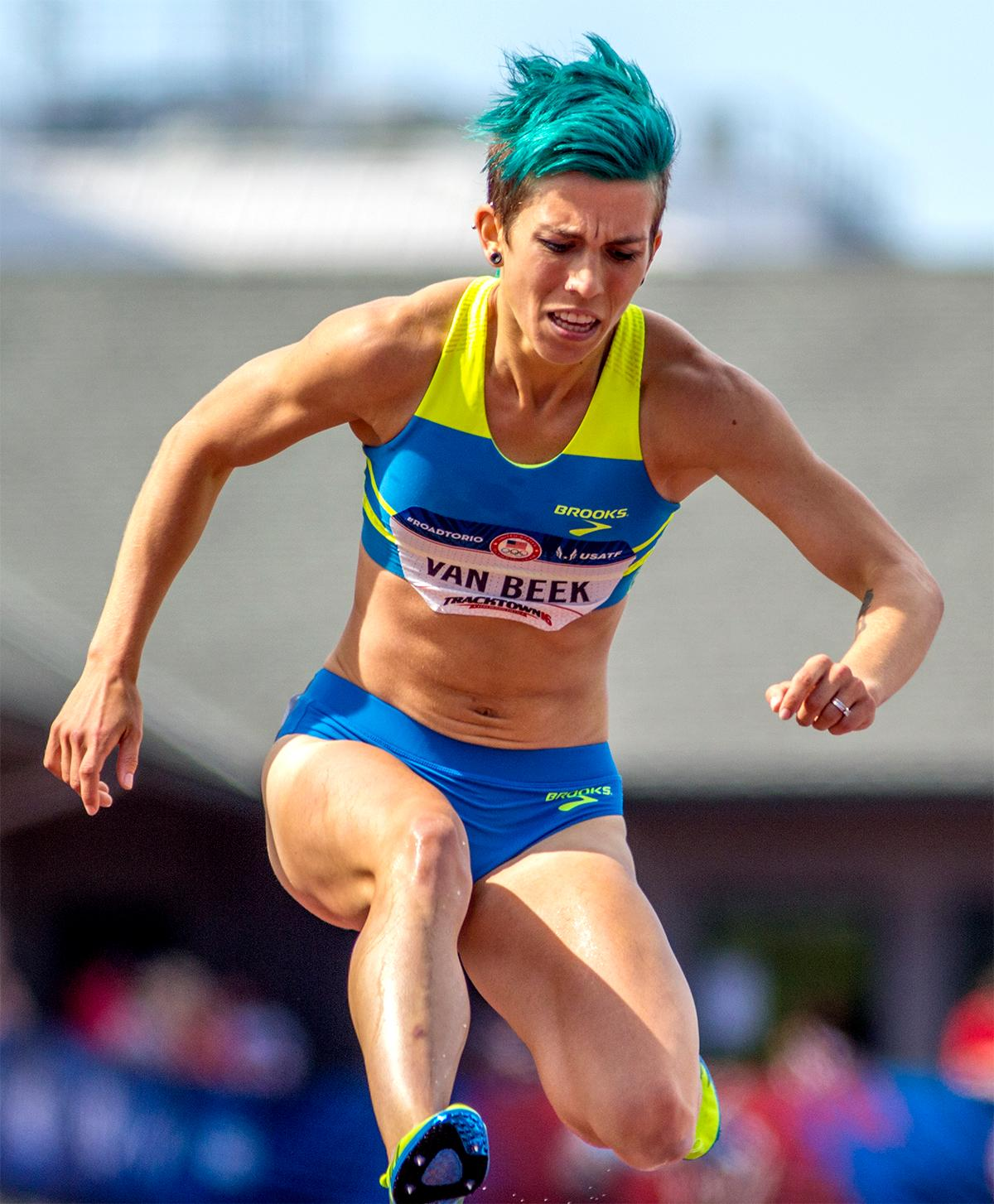 Brooks' Maddie Beek ensured she would catch people's eyes in the 3,000 meter steeplechase when she decided to go with a bright turquoise blue for her hair color. Photo by August Frank, Oregon News Lab