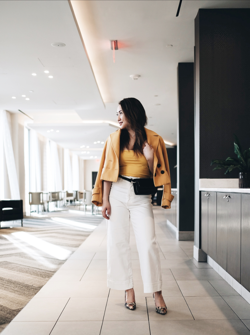 These white pants are perfect for when the temperatures suddenly spike and we're predicting a lot of yellow hues{ } around D.C. this spring. (Image via @district.vy)
