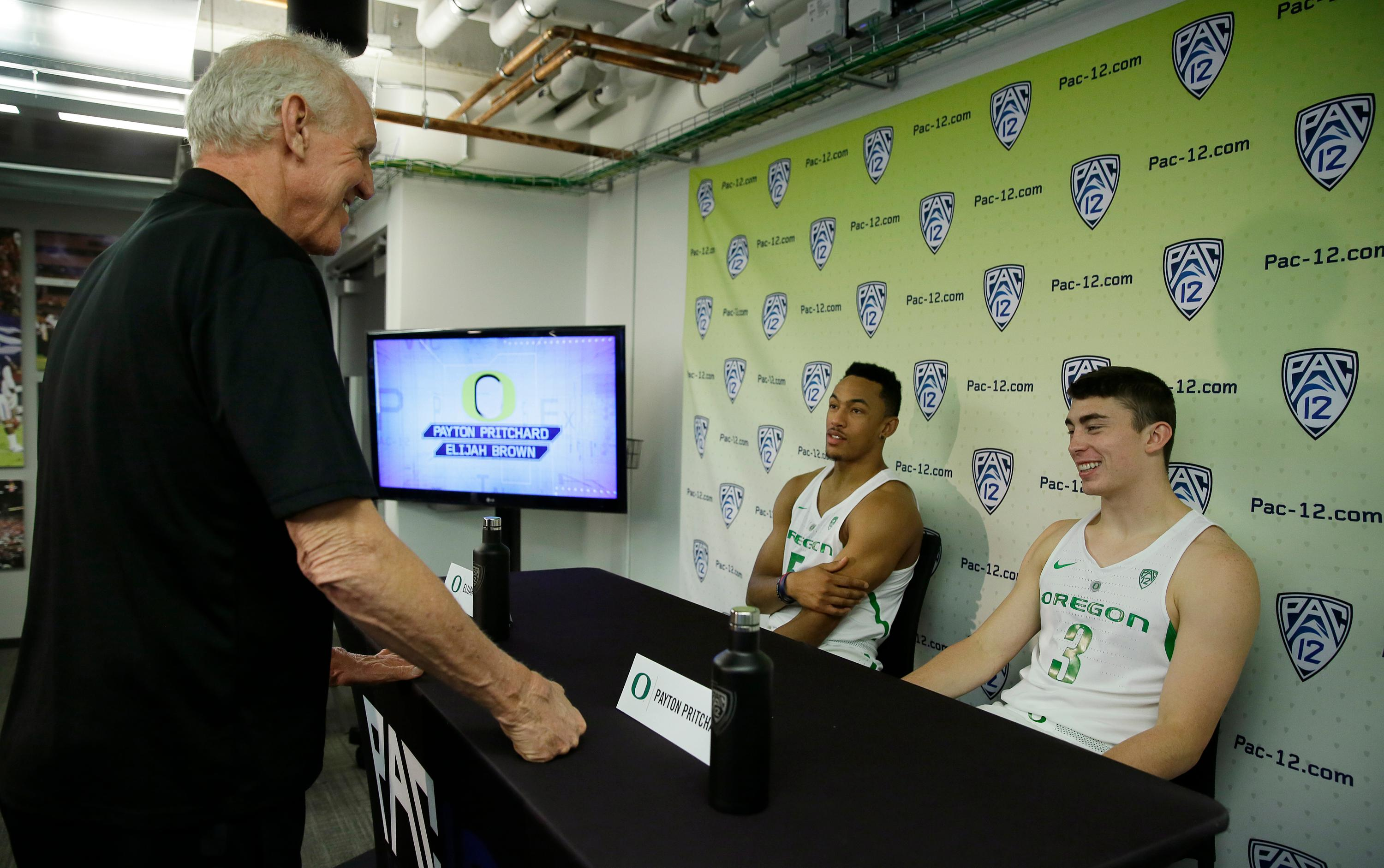 FILE - In this Oct. 12, 2017, file photo, Bill Walton, left, talks with Oregon guards Elijah Brown, center, and Payton Pritchard during the Pac-12's NCAA college basketball media day, in San Francisco. A few of last year's Final Four teams have added transfers to help restock their rosters. The Ducks had to replace four starters from last year's Final Four team and responded by adding a pair of graduate transfers - Elijah Brown from New Mexico and MiKyle McIntosh from Illinois State. (AP Photo/Eric Risberg, File)