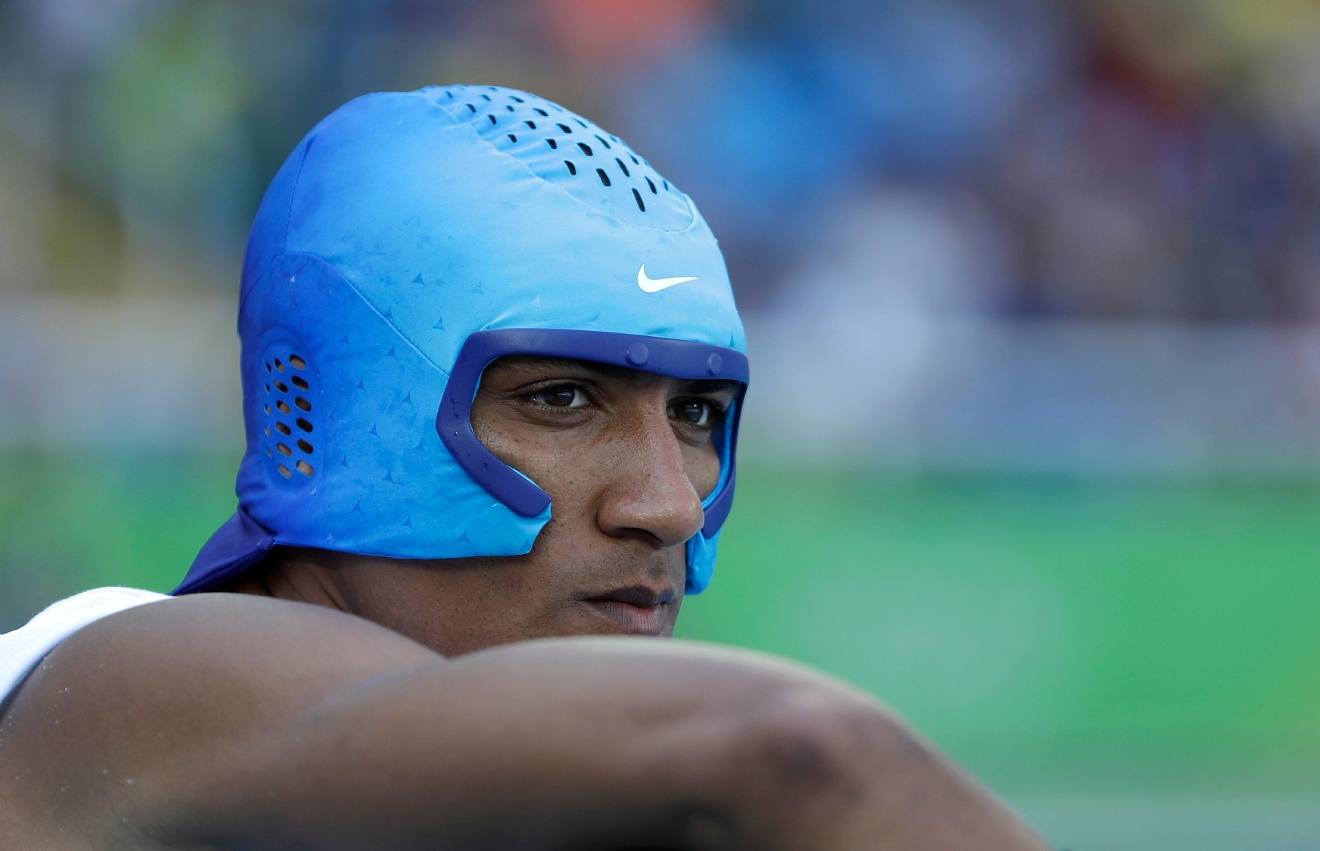United States' Ashton Eaton wears a cooling cap during the shot put of the decathlon during the athletics competitions of the 2016 Summer Olympics at the Olympic stadium in Rio de Janeiro, Brazil, Wednesday, Aug. 17, 2016. (AP Photo/Matt Slocum)