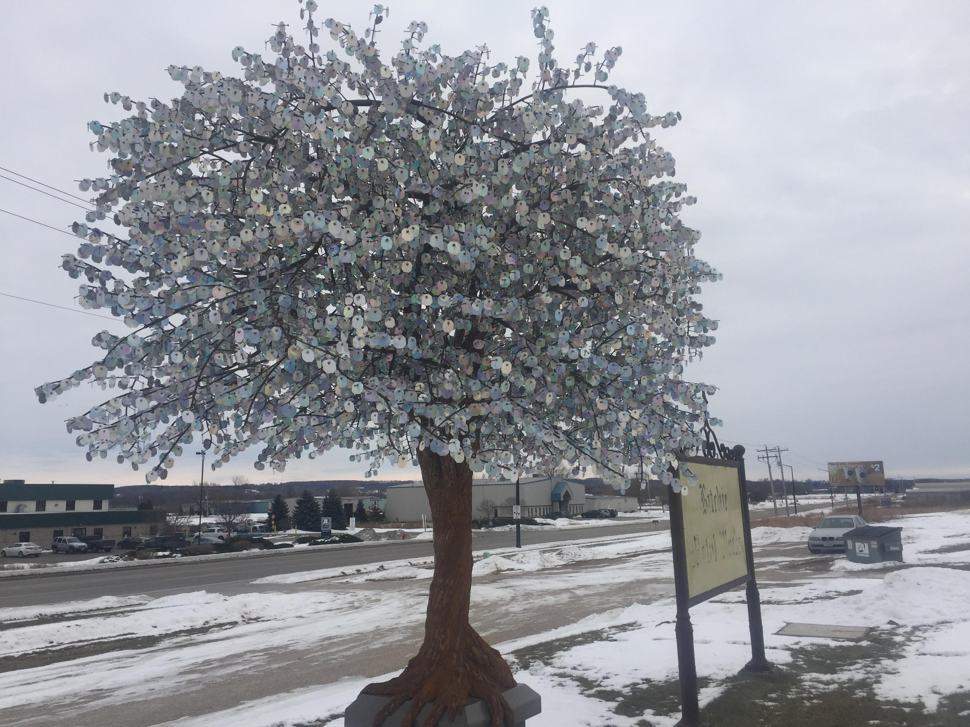 A picture of the tree made of steel during the day, December 20, 2017. (WLUK){&amp;nbsp;}<p></p>
