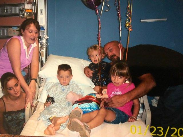 Jacob and his family in the hospital (photo: KATV/Tinsley family)