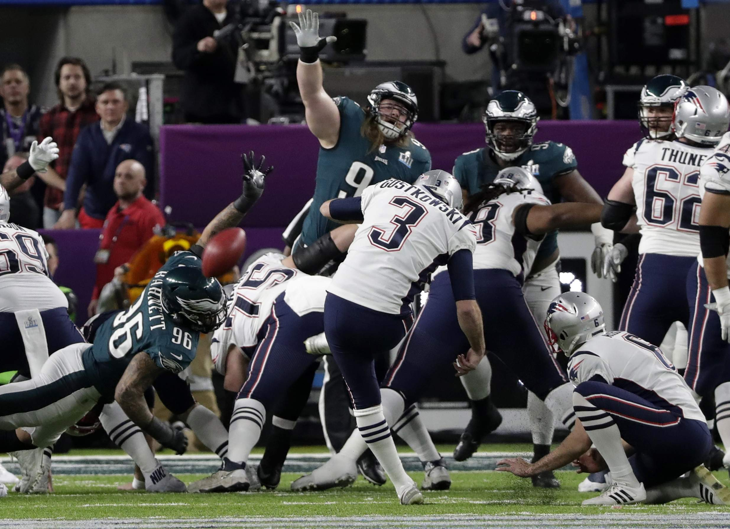 New England Patriots kicker Stephen Gostkowski (3), misses a field goal during the first half of the NFL Super Bowl 52 , Sunday, Feb. 4, 2018, in Minneapolis. (AP Photo/Tony Gutierrez)