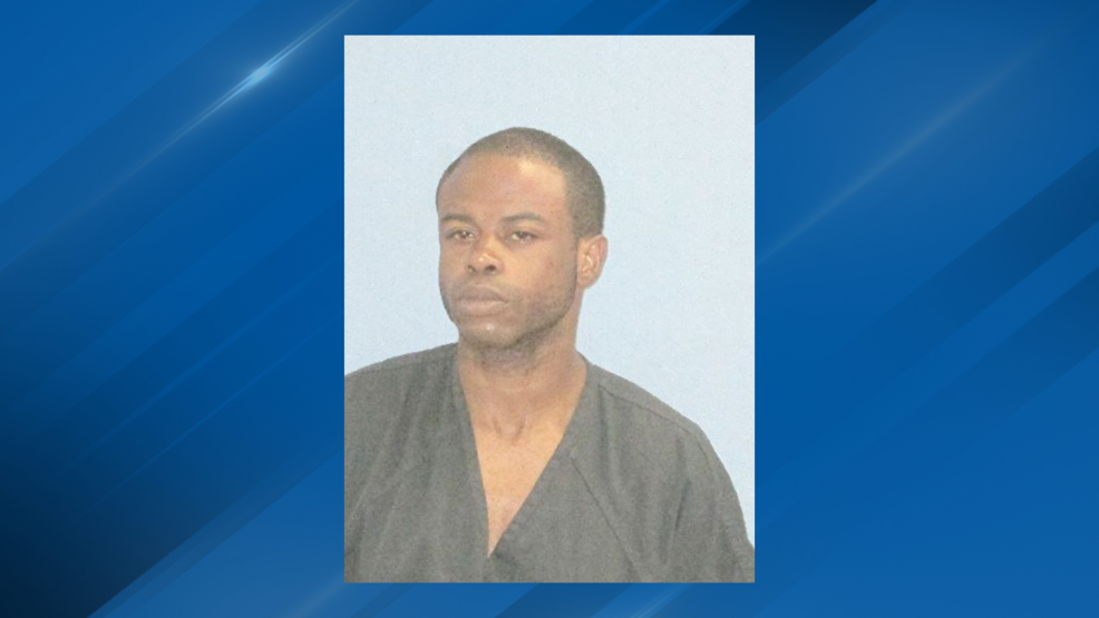 Little Rock police arrest naked man in motel lobby