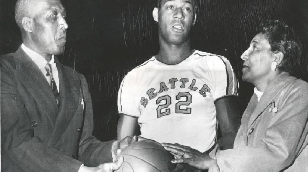 Elgin Baylor with his parents in March 1957 before a Seattle University game. (Courtesy Seattle University Athletics)