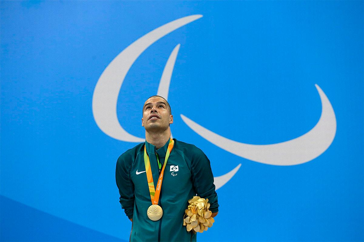 Brazil's Daniel Dias stands with his gold medal after he won the men's 200-meter freestyle S5 final swimming competition at the Rio 2016 Paralympic Games in Rio de Janeiro, Brazil, Thursday Sept. 8, 2016.(AP Photo/Leo Correa)