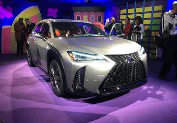 PHOTO GALLERY: Newsmakers at the New York Auto Show