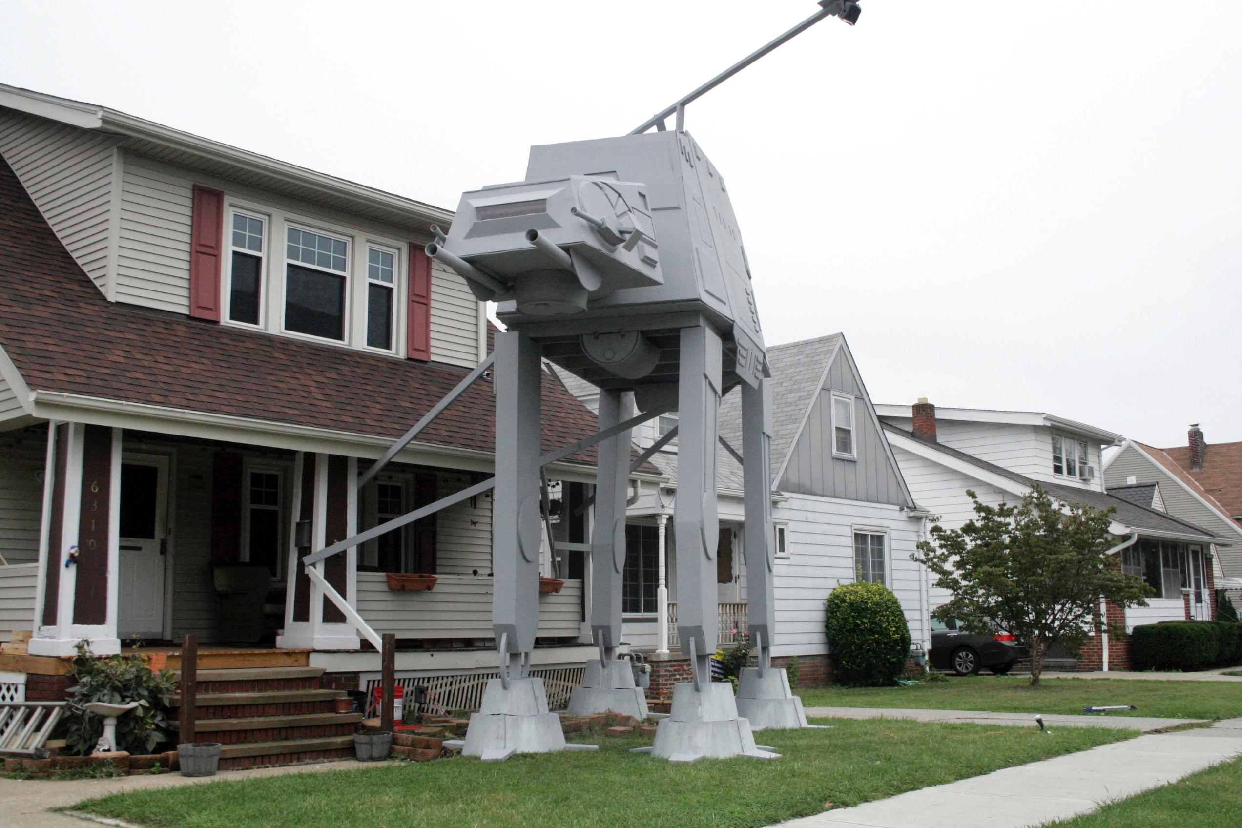 Ohio man builds 2-story 'Star Wars' vehicle replica for Halloween (Patrick Cooley/The Plain Dealer-Cleveland.com via AP)