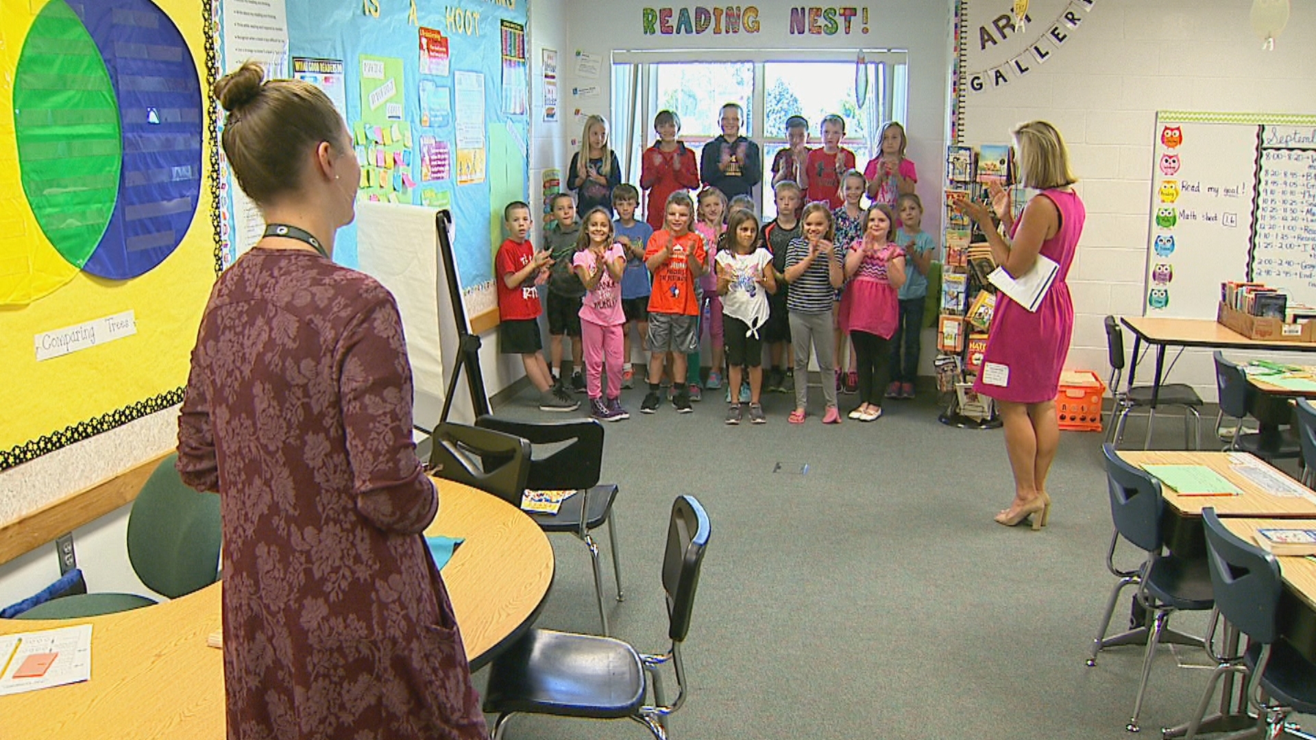 FOX 11's Michelle Melby visits Heritage Elementary School in De Pere for the 2017 Golden Apple Awards kickoff, September 18, 2017. (WLUK)
