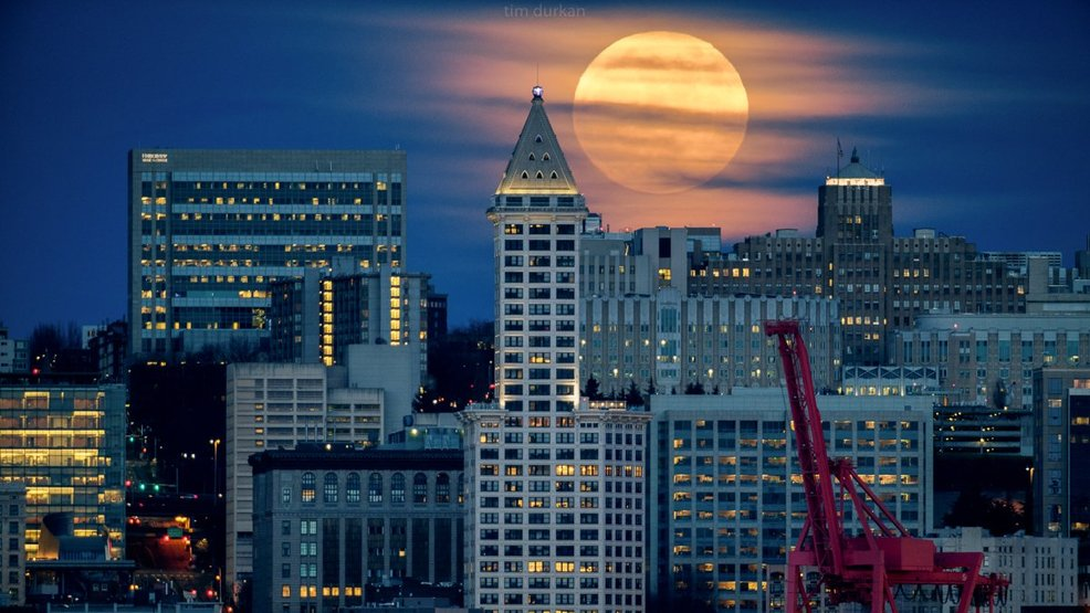 Photos: Dramatic Super Moon graces skies to kick off 2018