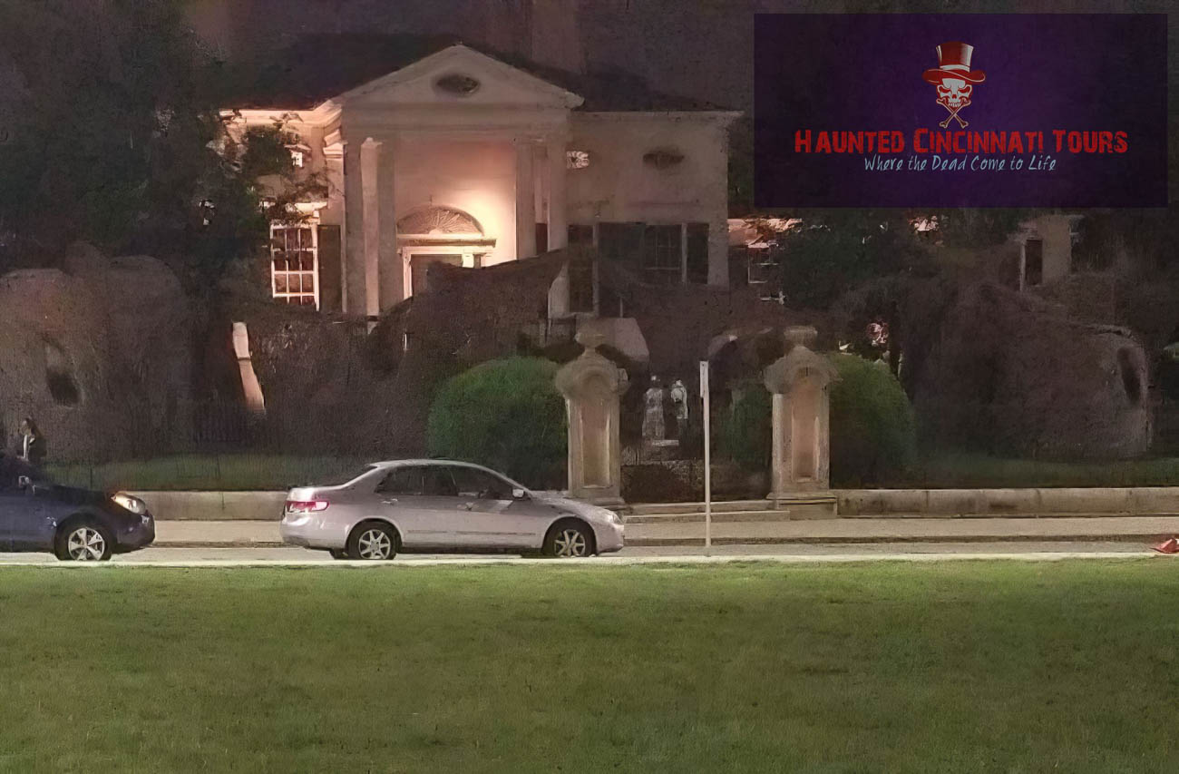 A member from another tour group seemed to capture something strange on their outing… Notice the figures behind the front gate? Those aren't statues... / Image courtesy of Haunted Cincinnati Tours // Published: 10.5.19