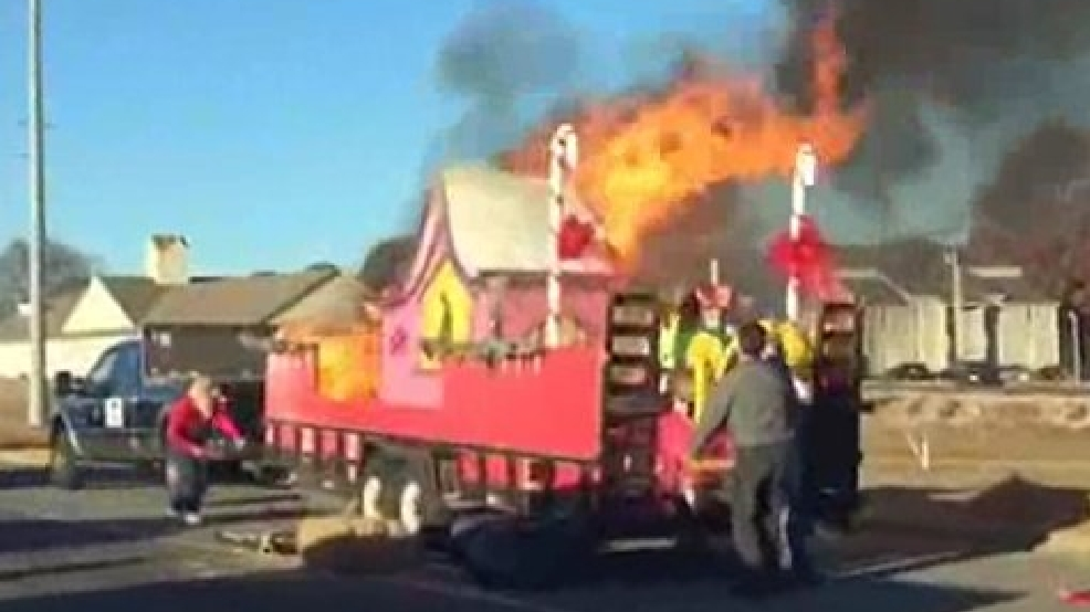 """Auto Group Of San Antonio >> """"Grinch"""" blamed for setting Christmas parade float on fire with cigarette 