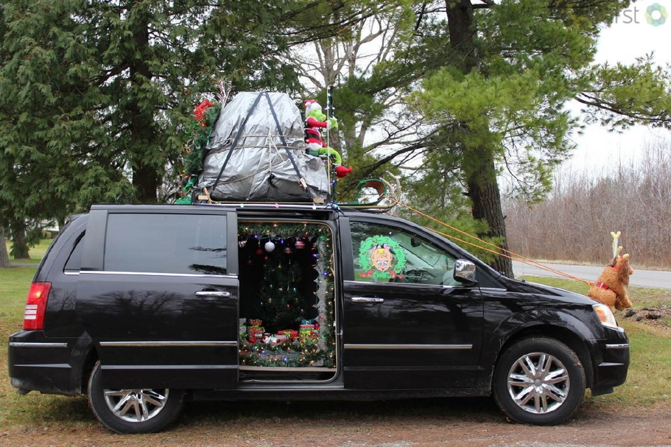 Most people decorate their cars with reindeer horns and noses around Christmas, but this minivan takes car decoration to the next level. (WEYI)