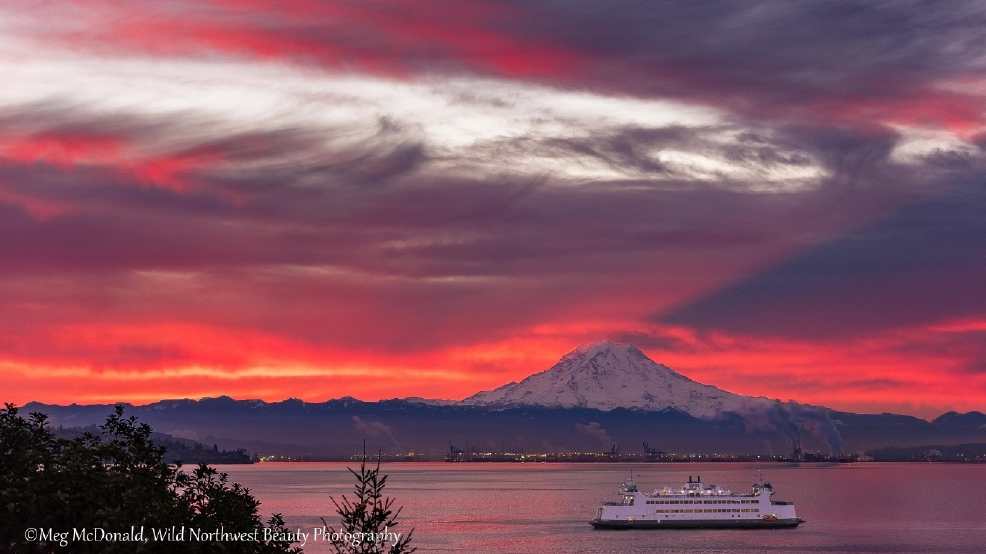 Photos: Incredible skies grace Puget Sound region during holiday season