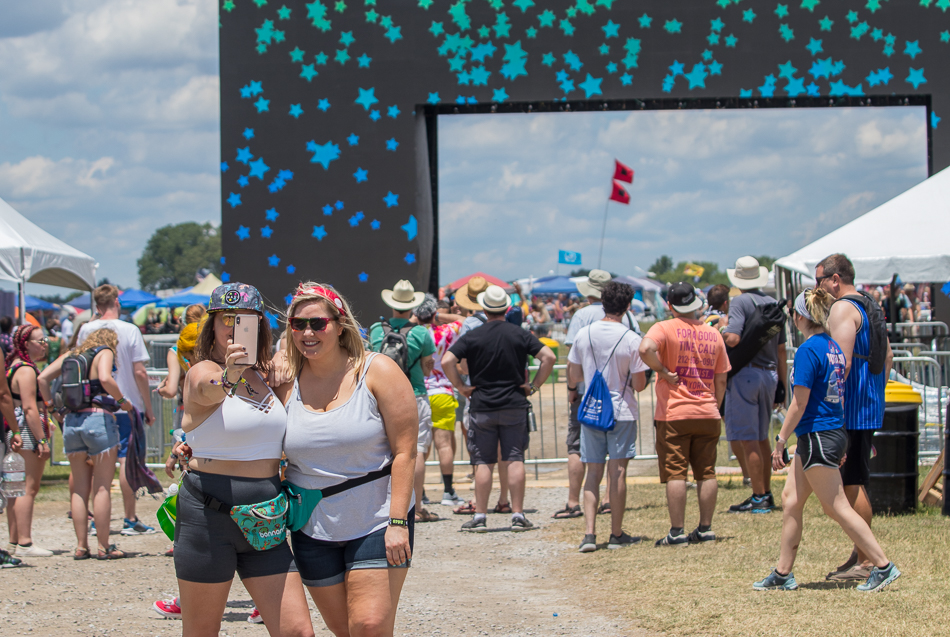 The traffic to get into Bonnaroo from the freeway was light. Center Roo started to fill up as the day went on with folks from all over the country. There is a chill to the air and reports say it is going to be 49 degrees.