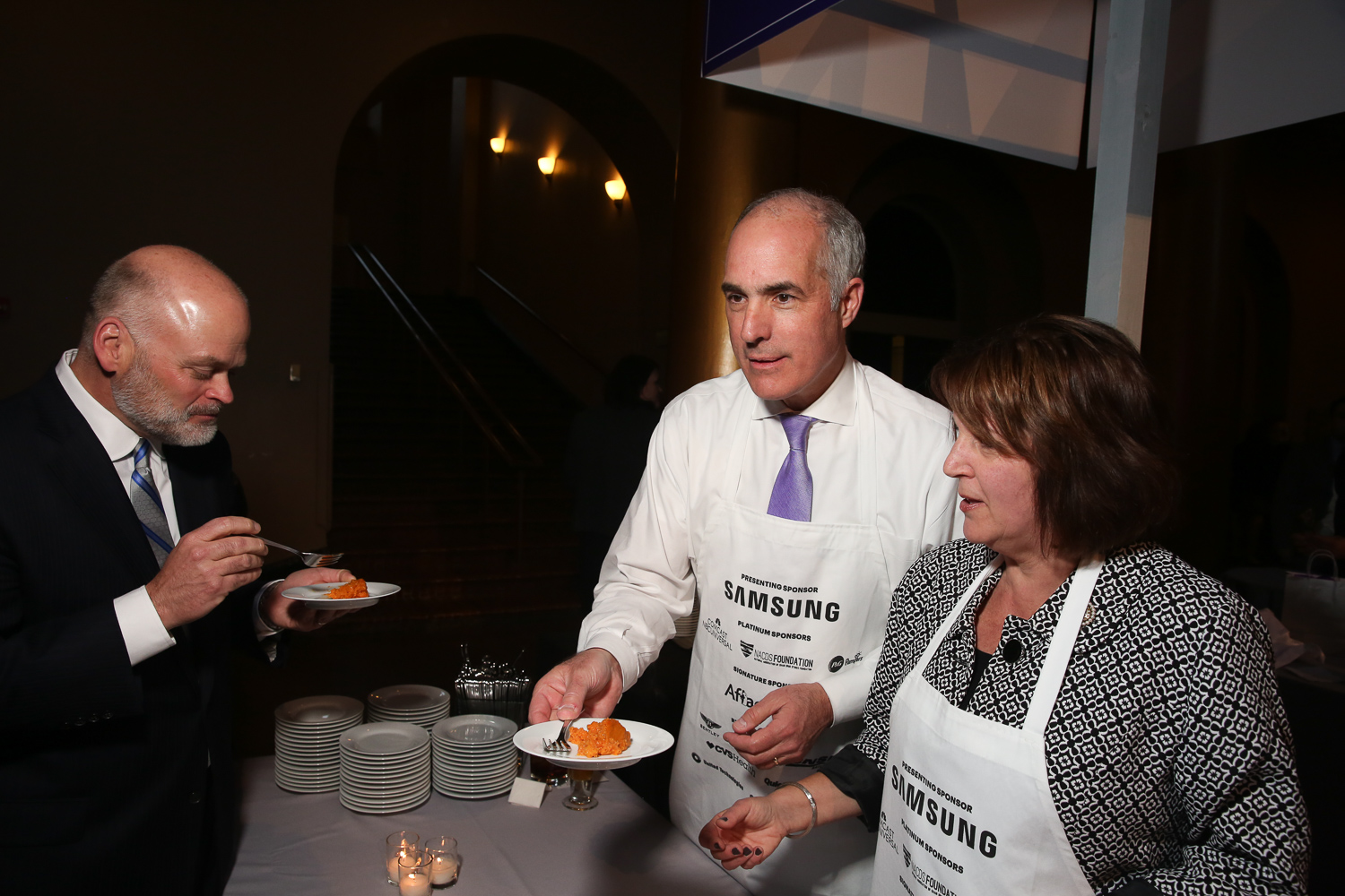 Sen. Bob Casey and his wife serve up carrot pudding. (Amanda Andrade-Rhoades/DC Refined)