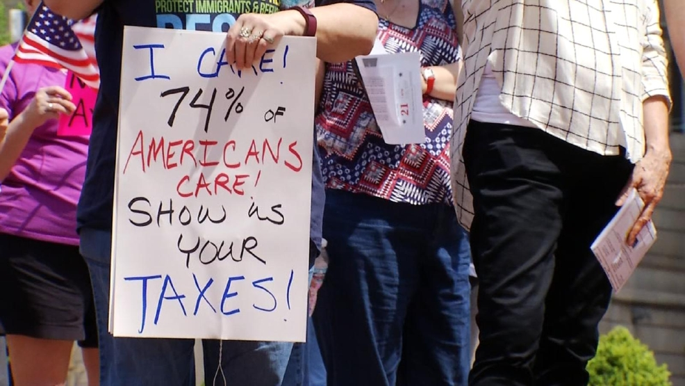 Protesters ask President Trump to release his tax returns ...