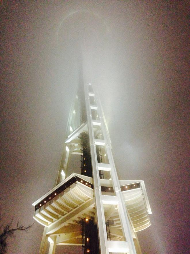 Space Needle fog -- (Photo: YouNews contributor: quint436)