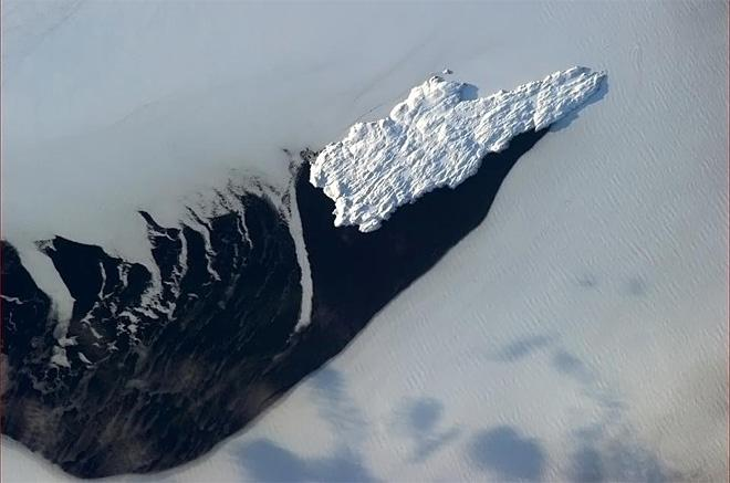 Belle Isle, Newfoundland - natural icebreaker at the mouth of the Strait (Photo & Caption: Chris Hadfield/NASA)