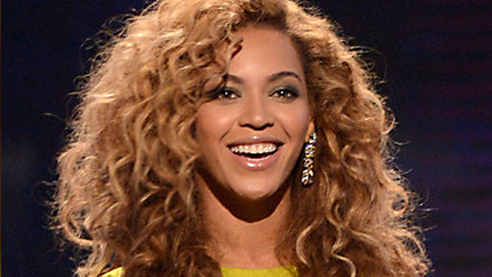 Beyonce (Photo Credit - Martin, CC BY-SA 2.0 ).png