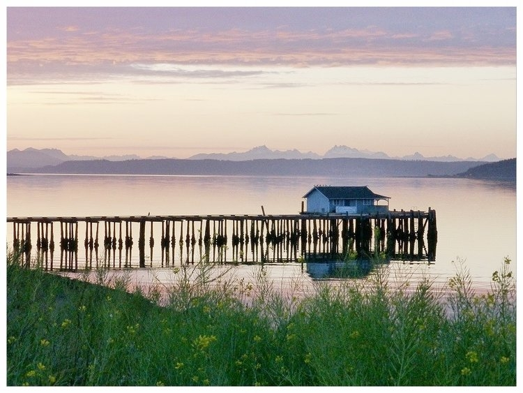Coupeville is famous for Penn Cove Mussels, and Whidbey Island has some killer oyster access. (Image: Penn Cove)