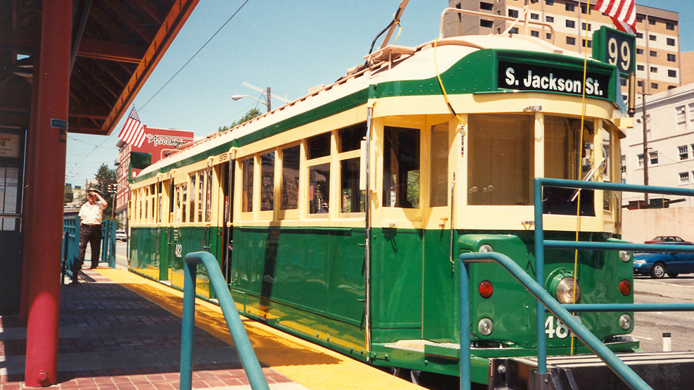 Seattle-Waterfront-Steetcar_at_S._Jackson_St._(1996).jpg