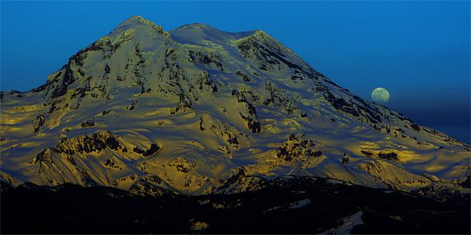 Moon settles over Mt. Rainier (Photo courtesy YouNews contributor: trox41622511086)