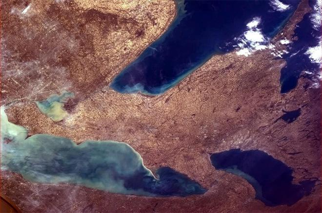 Tonight's Finale: Huron, Erie and Ontario - Great Lakes in Spring flow. (Photo & Caption: Col. Chris Hadfield, NASA)
