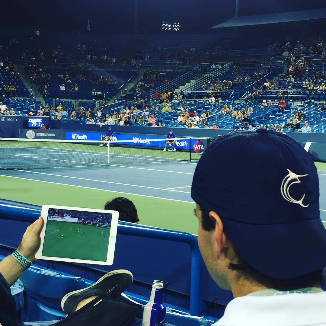 POST: Watching the match at the match. #cincinnati @cincytennis @fccincinnati #contessa / IMAGE: IG user @r.w.m. // Published: 8.17.17