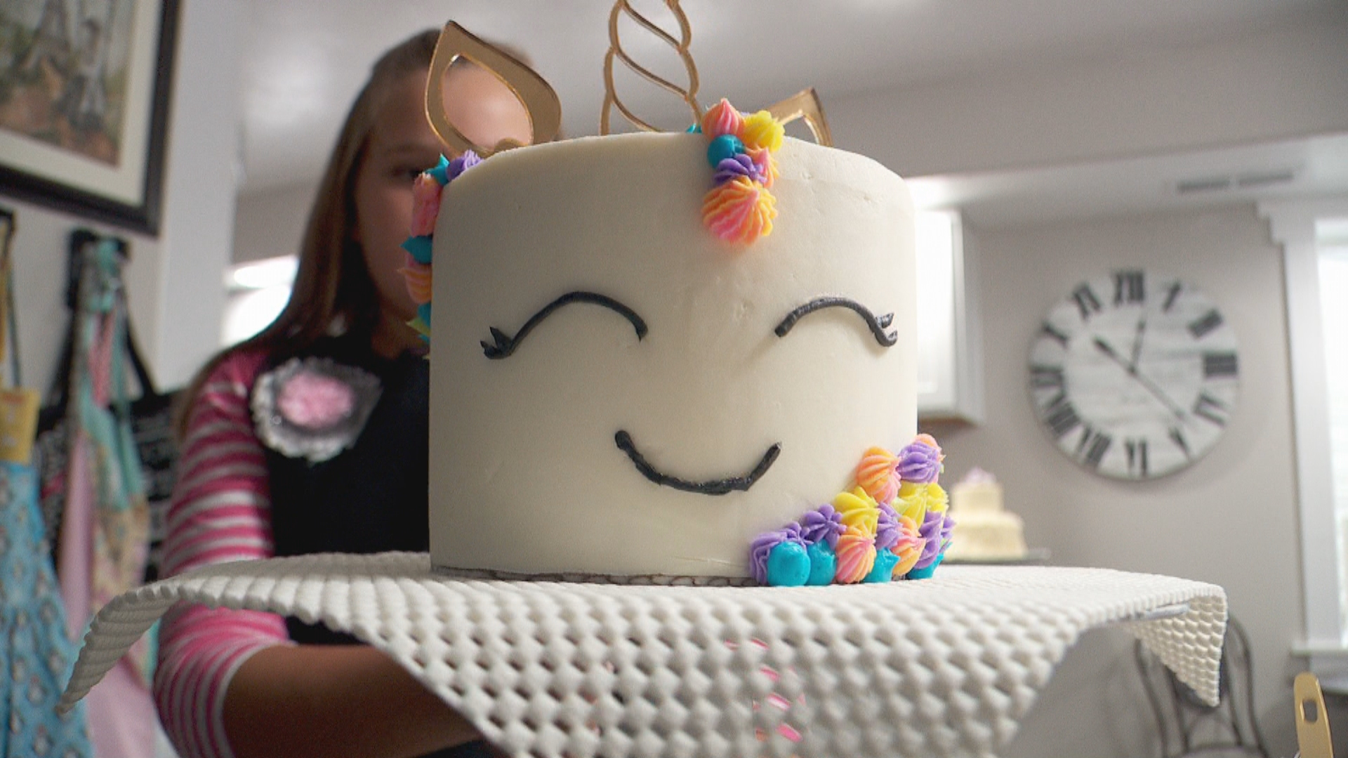 Inside the Story: Young Utah baker's cake business is on the rise (Photo: KUTV)