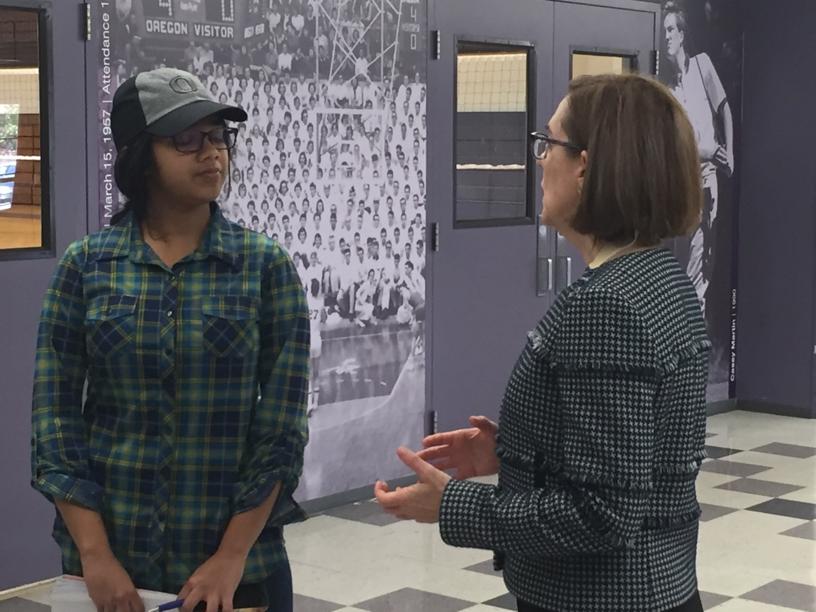 Governor Kate Brown paid a visit to South Eugene High School students, November 1, 2017. (SBG)
