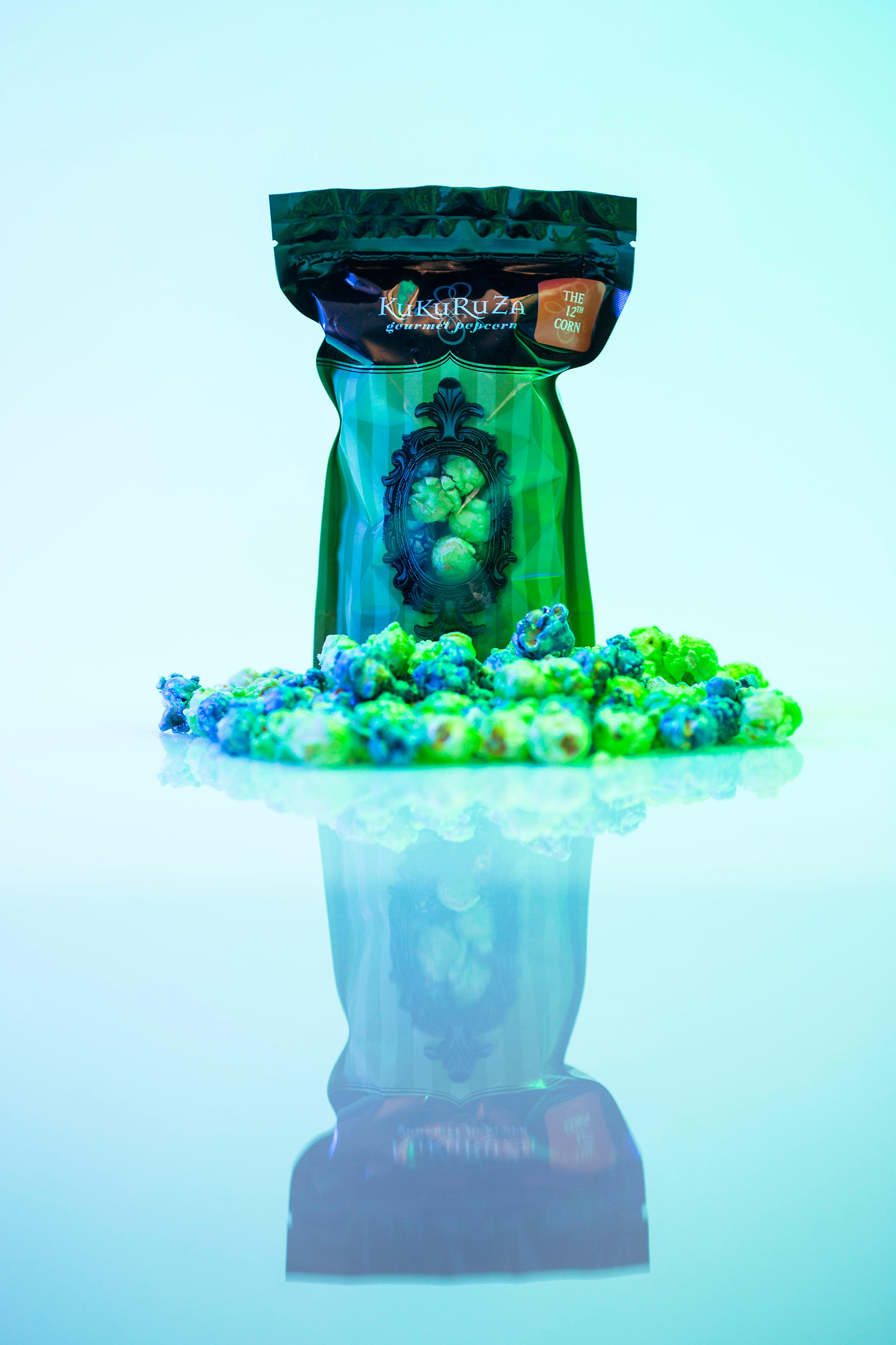 As the 2017 Seahawks season is now upon us, we thought it we be great to share a bunch of Seahawks-themed goodies that we found from local bakeries that you can buy and bring to your next tailgate party. Gourmet popcorn maker KuKuRuZa makes the 12th Corn, a lime and blueberry treat that's gluten free and vegan friendly! (Sy Bean / Seattle Refined)