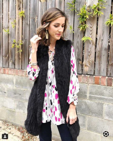 We will never stop loving faux fur vests for cold weather as they are the perfect transition piece! They add a layer of warmth, and a bit of whimsy to any look. (Image: Courtesy IG user @cobaltchronicles/{&amp;nbsp;}www.instagram.com/cobaltchronicles/)<p></p>