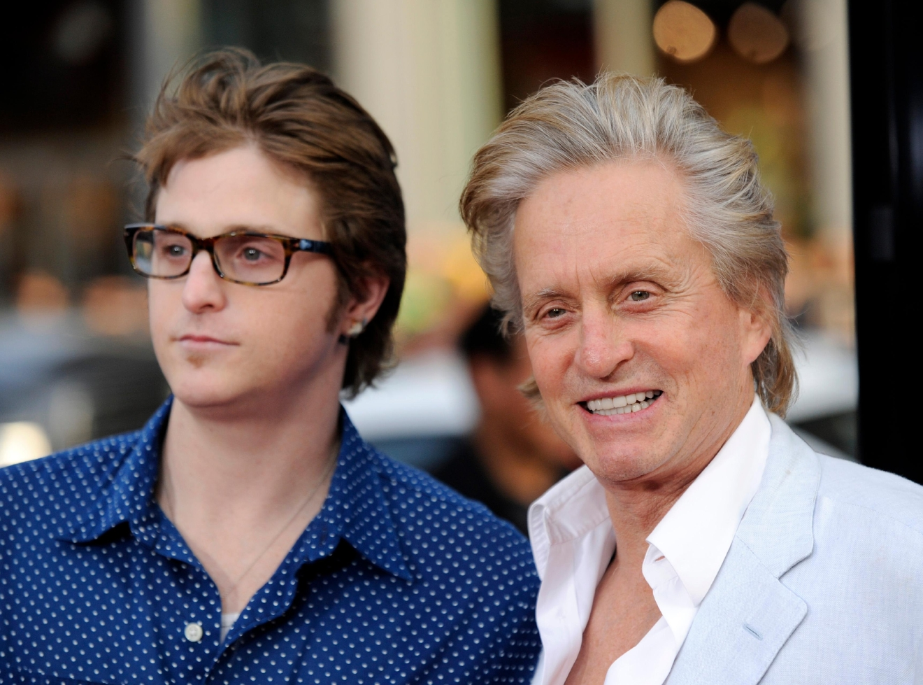 "Michael Douglas, right, a cast member in ""Ghosts of Girlfriends Past,"" and his son Cameron pose together at the premiere of the film in Los Angeles, Monday, April 27, 2009. (AP Photo/Chris Pizzello)"