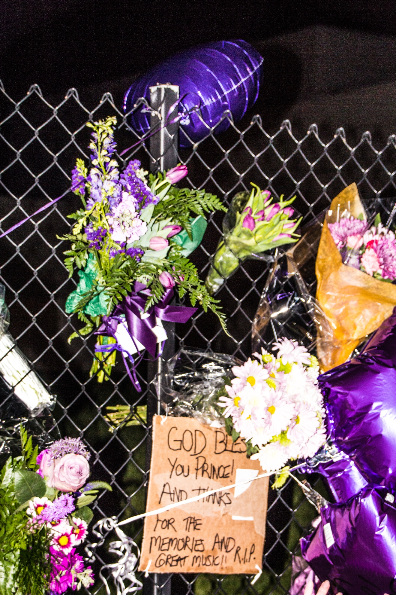 Fans pay tribute to Prince outside his Paisley Park estate in Chanhassen, Minnesota, following his sudden death on (21April16)  Featuring: Atmosphere Where: Chanhassen, Minnesota, United States When: 21 Apr 2016 Credit: Patrick E. Frost/WENN.com