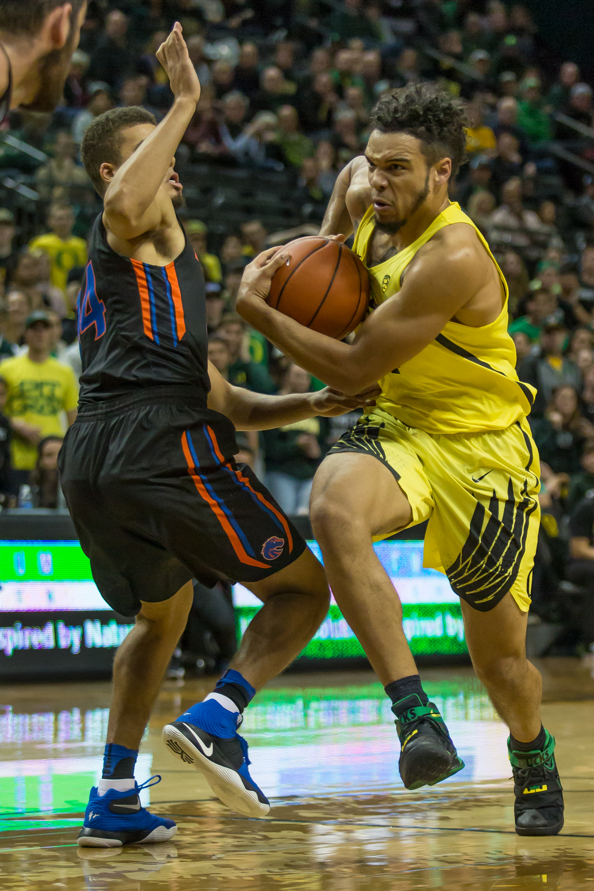 Oregon forward Dillon Brooks (#24) drives past Boise State guard Alex Hobbs (#34). After trailing for most of the game, the Oregon Ducks defeated the Boise State Broncos 68-63. Photo by Dillon Vibes