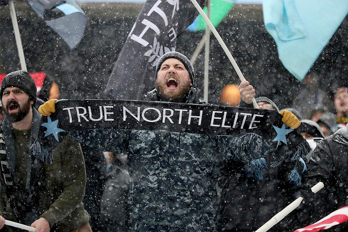 Minnesota United fans welcome the team onto the field before an MLS soccer game against Atlanta United, Sunday, March 12, 2017, in Minneapolis, Minn. (Jeff Wheeler/Star Tribune via AP)