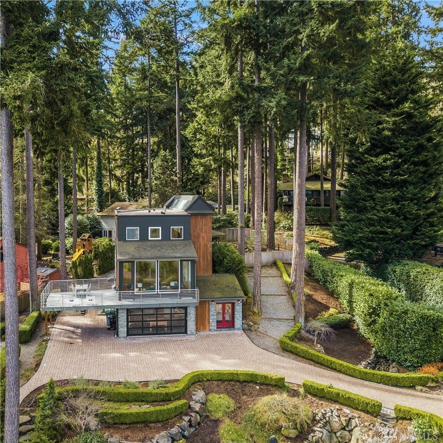 "Built in 1985 by Stuart Silk, this home on Mercer Island has been completely updated in recent years. Coming in at 3,850 square feet, it's got four bedrooms and four bathrooms, a modern kitchen, wet bar and beautiful lake views. It's currently listed for $2.95 million by{&nbsp;}Melissa Boucher of{&nbsp;}Windermere. More info{&nbsp;}<a  href=""http://mbluxuryrealty.com/listing/128396651"" target=""_blank"" title=""http://mbluxuryrealty.com/listing/128396651"">online</a>. (Image: Windermere/Melissa Boucher/Clarity Northwest)"