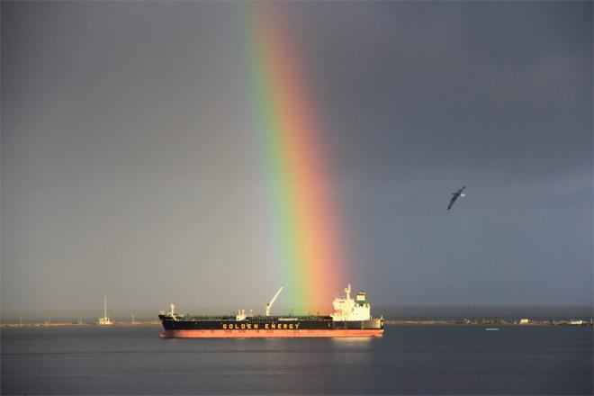 Rainbow lands on ship in Strait of Juan de Fuca off Port Angeles (Photo: Rick DeCou)