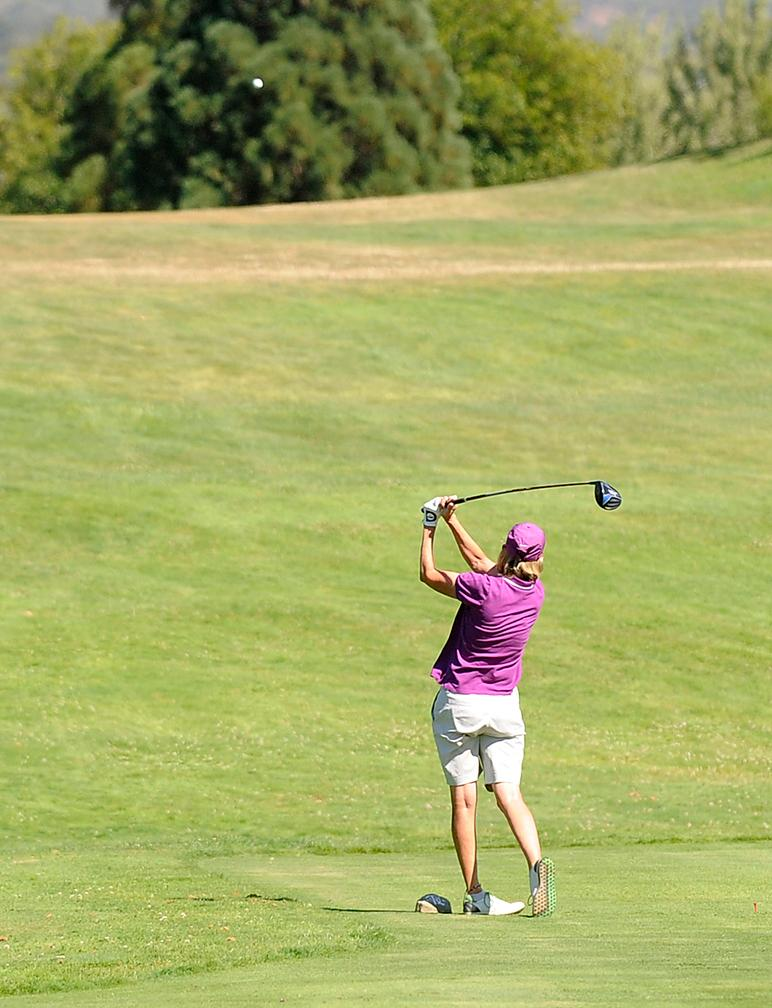 Andy Atkinson / Mail TribuneTrina Jones hits off the 3rd tee during her final round Monday afternoon.