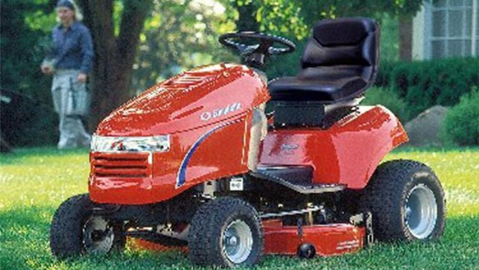 Man Riding Lawn Mower : Man dies after getting trapped under riding lawn mower khgi