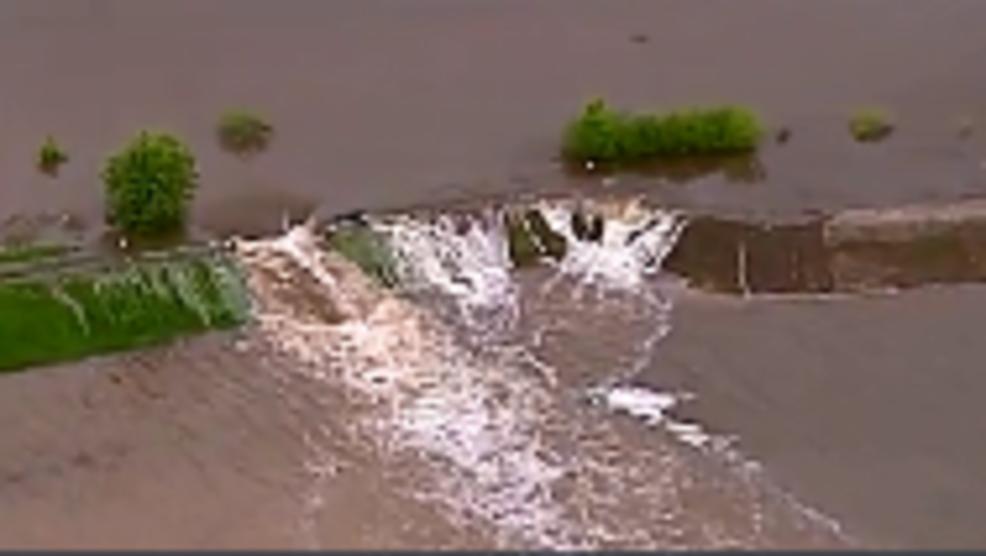 Levees breach near St  Louis | KHQA