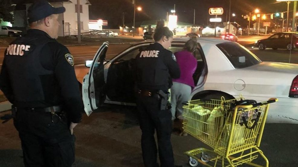 Officers Buy Christmas Gifts For Single Mom Without Presents Her Children