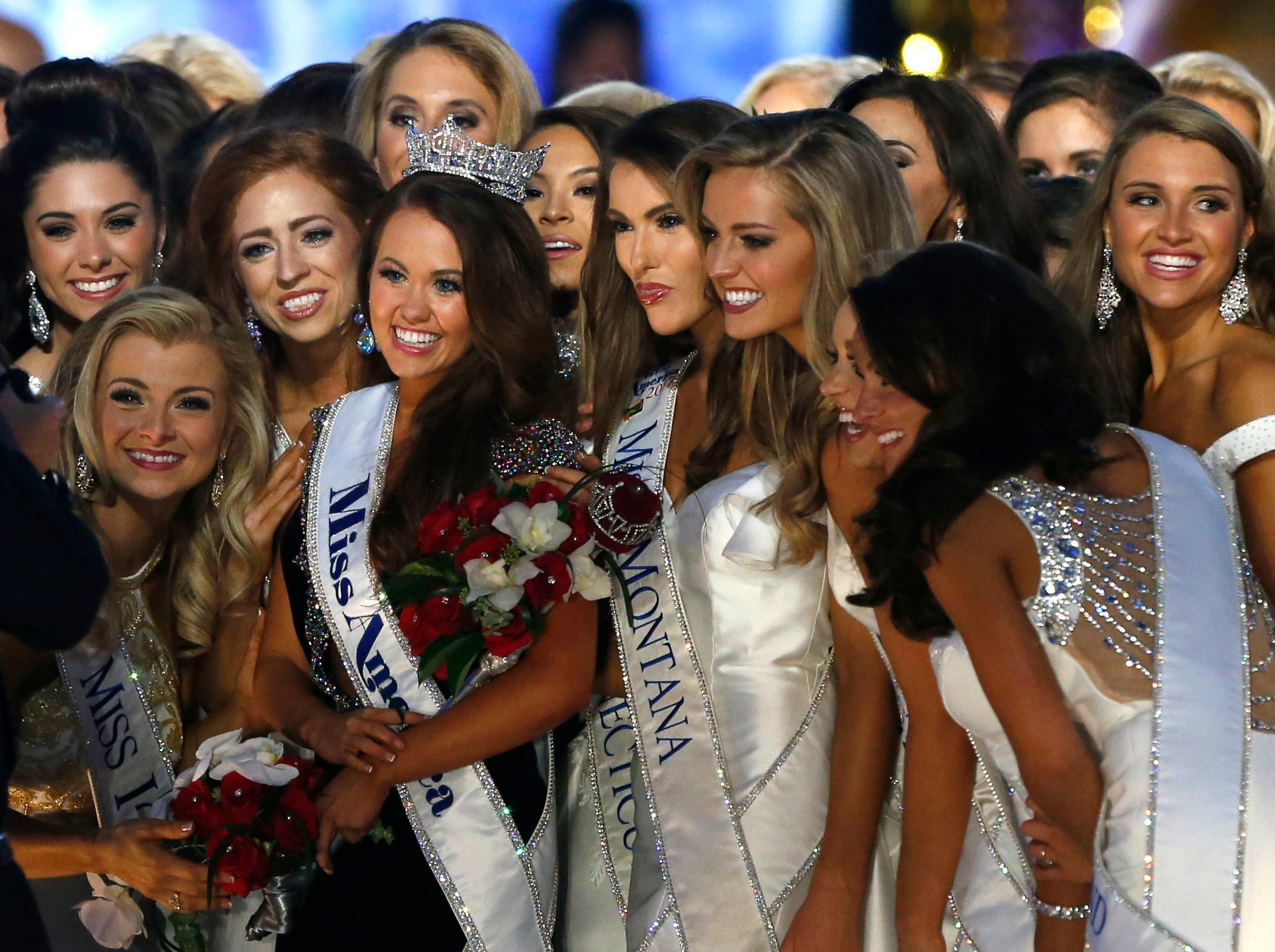 New Miss America Cara Mund, center left, with contestants during Miss America 2018 pageant, Sunday, Sept. 10, 2017, in Atlantic City, N.J. (AP Photo/Noah K. Murray)