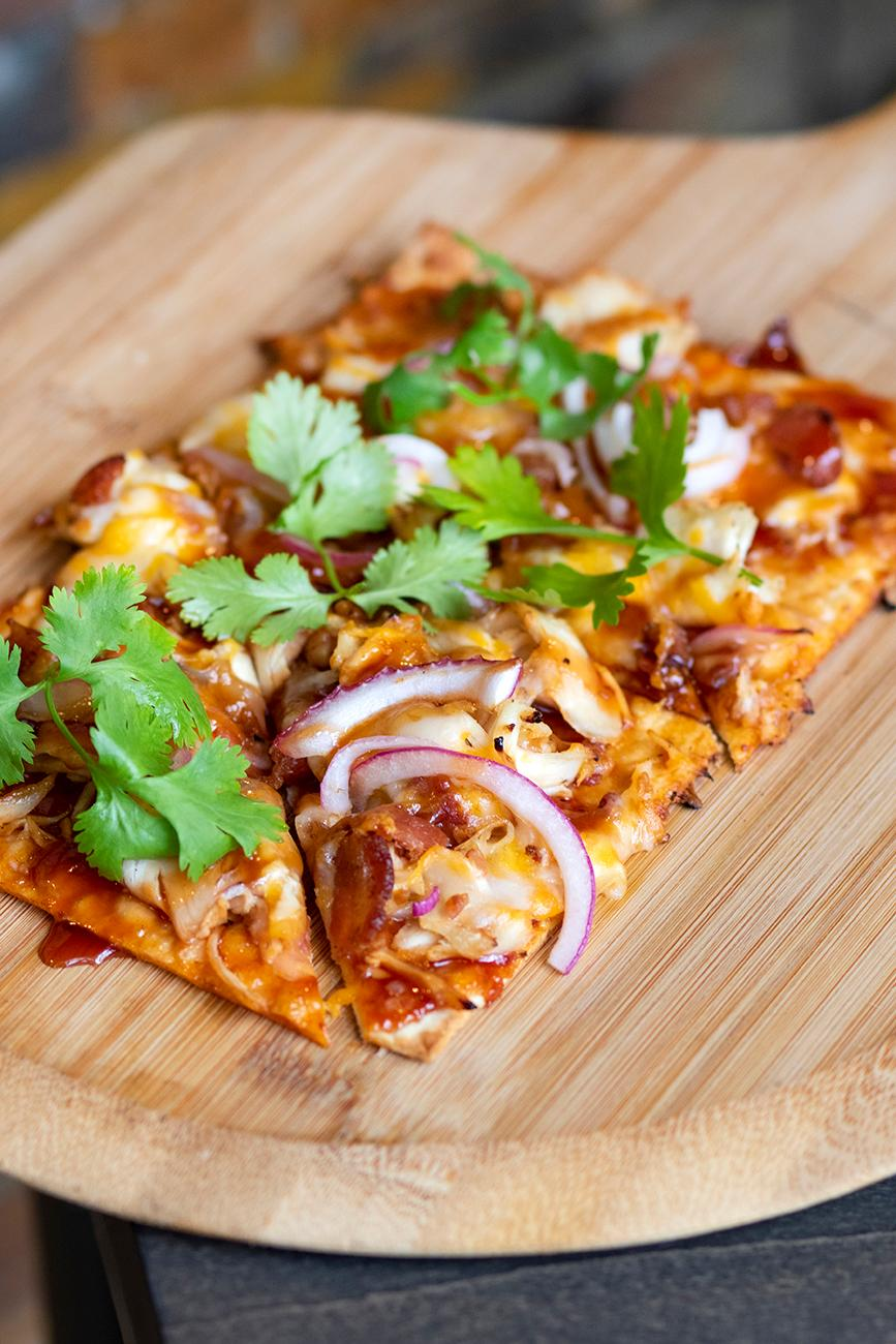 <p>BBQ Chicken Flatbread / Image: Allison McAdams{&nbsp;}// Published: 8.8.19</p>