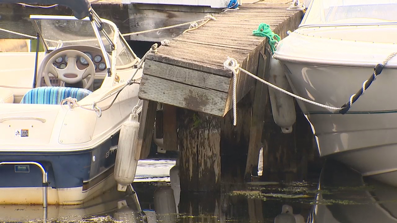 Rotting docks have boat owners in a big fight with city leaders. The marina tenants claim the repair plan goes overboard, and gives away too much to an outside company. (Photo: KOMO News)