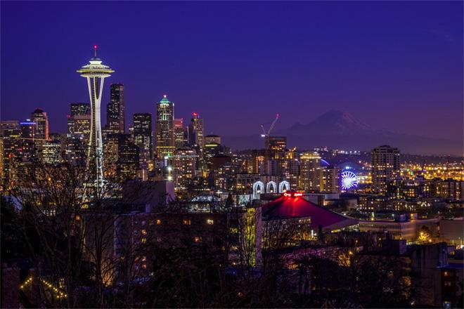 Stunning Seattle at Night -- (Photo: YouNews contributor: jmfmd82)